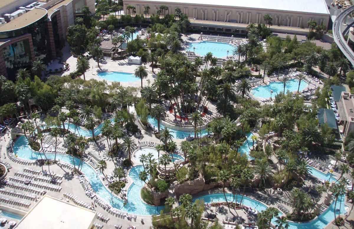 Salle De Bain Avec Jacuzzi Et Douche : MGM Grand Las Vegas Pool
